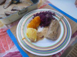 p1040480-rinderbraten-mit-kartoffeln-und-blaukraut-auf-see-klein