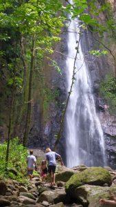 P1040389-Kraxeln zum Wasserfall-klein